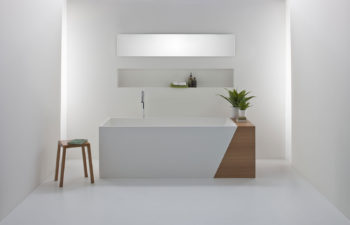 Latis 1600 bath with timber end