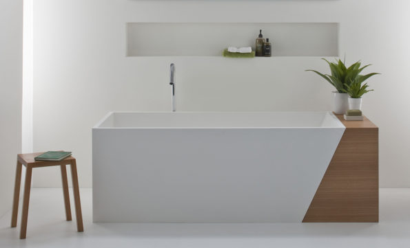 Latis 1600 Bath with Timber Storage End