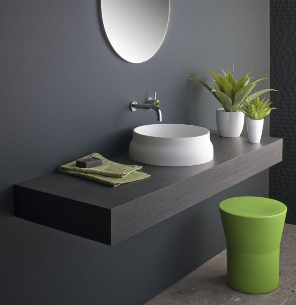 Omvivo Tom Stool with Latis Basin