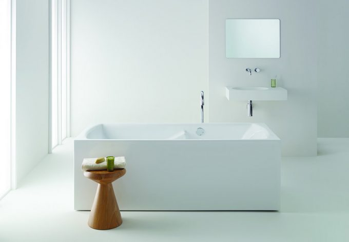 Freestanding Ergobath Classic Deluxe Spa with Arki Basin